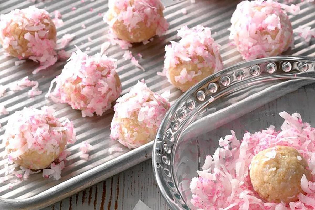 Recipe-Raspberry-Coconut-Balls