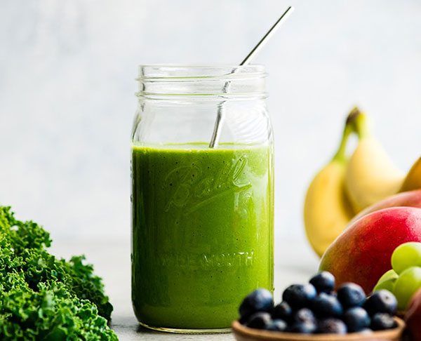 This image has an empty alt attribute; its file name is green-smoothie-recipe-1.jpg